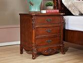 圆润防撞边角设计 精美立体手工雕花 尊贵典雅美式三抽实木床头柜